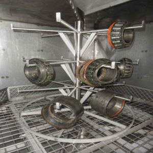 Interior lavadora con utillaje para colgar piezas